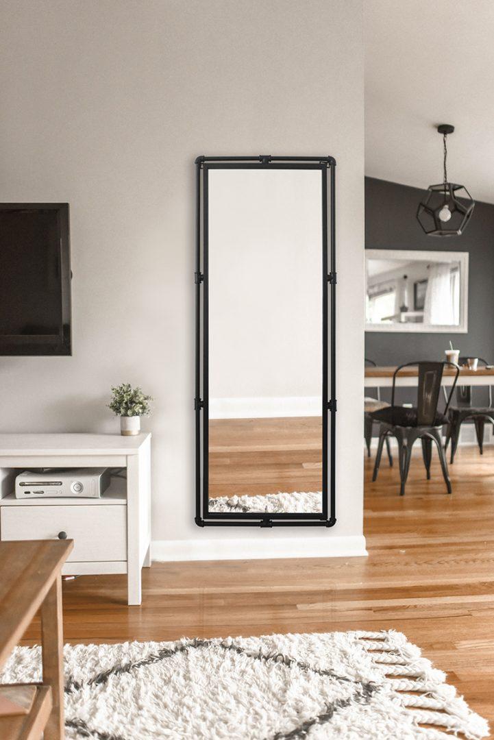 stor spegel med ram